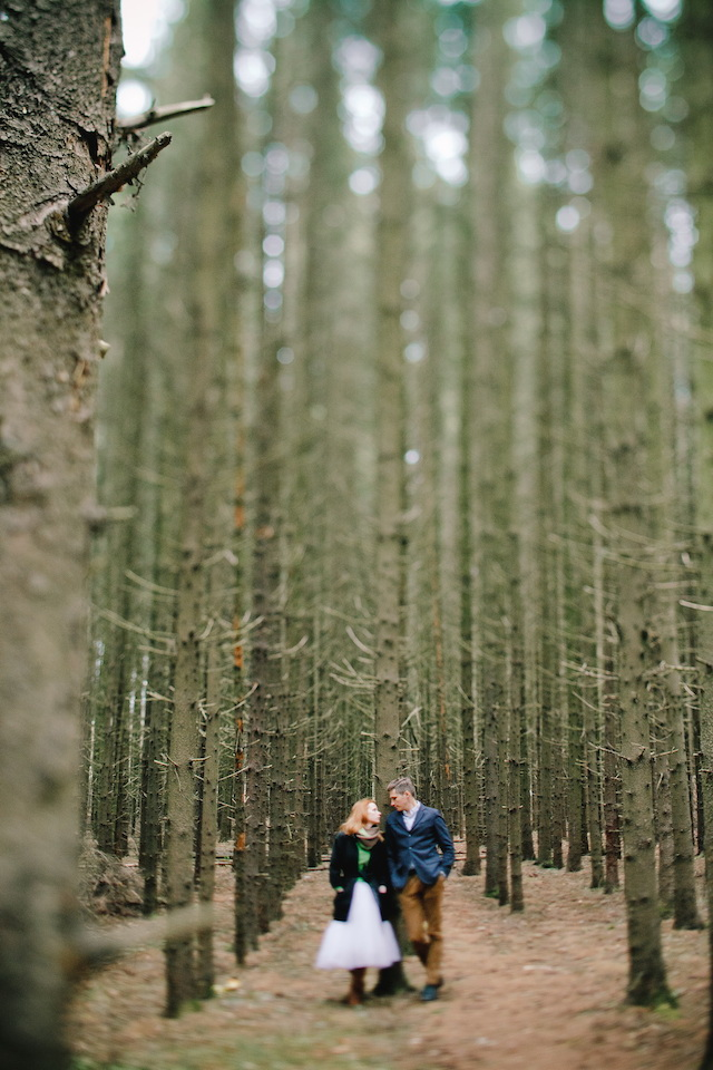 Woodland wedding | Irinia Kilmova Photography | see more on: http://burnettsboards.com/2015/03/winter-forest-wedding/