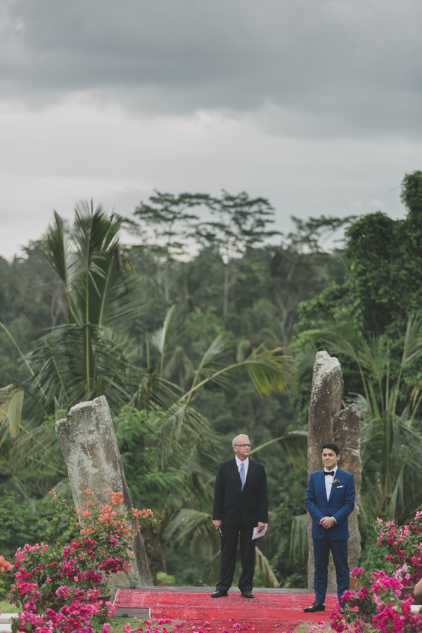 Bali ceremony - photo by Jonas Peterson http://ruffledblog.com/exotic-garden-party-wedding-in-bali