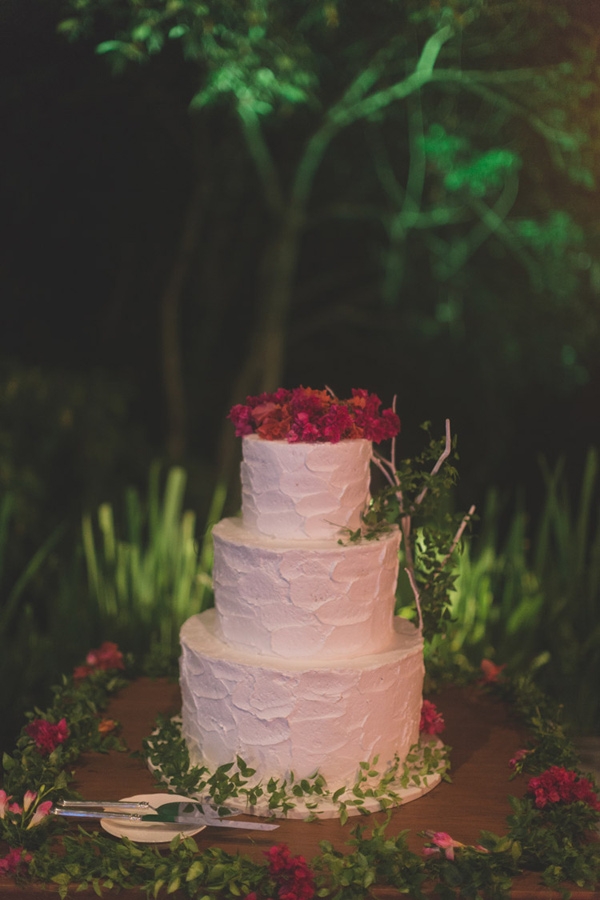 white wedding cake - photo by Jonas Peterson http://ruffledblog.com/exotic-garden-party-wedding-in-bali