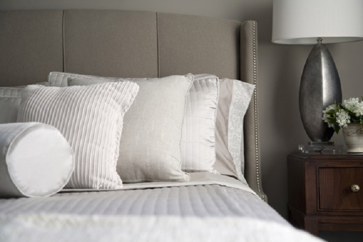 bed-with-pillows