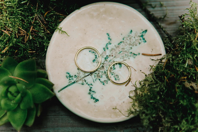 Gold wedding bands | Irinia Kilmova Photography | see more on: http://burnettsboards.com/2015/03/winter-forest-wedding/
