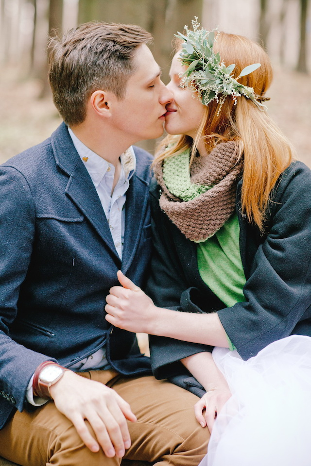 Winter forest wedding | Irinia Kilmova Photography | see more on: http://burnettsboards.com/2015/03/winter-forest-wedding/