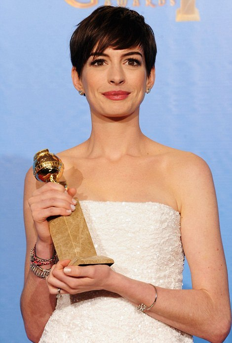 Anne Hathaway Golden Globes Pixie Cut Hairstyle