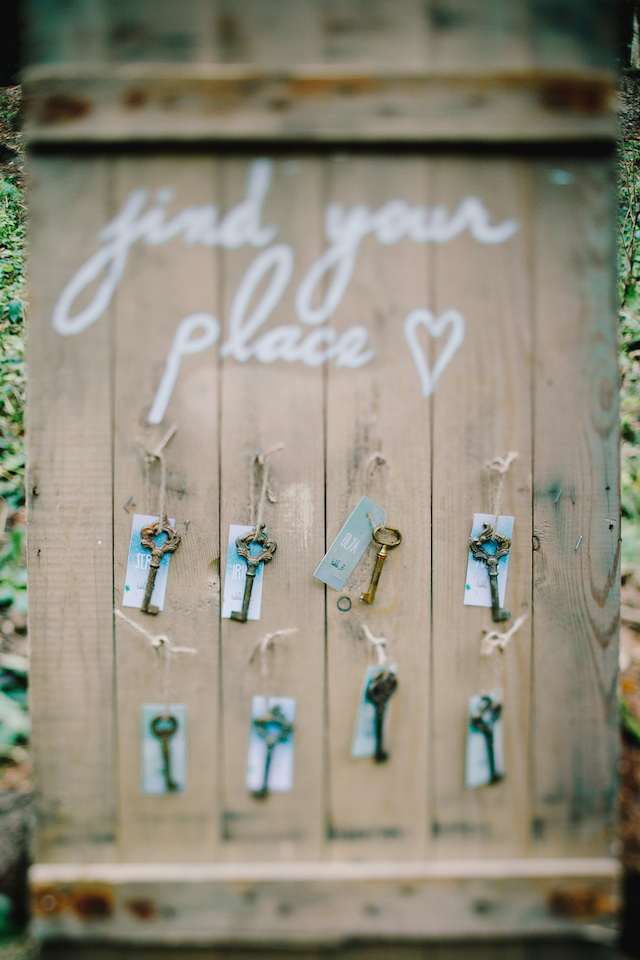 Vintage key escort cards | Irinia Kilmova Photography | see more on: http://burnettsboards.com/2015/03/winter-forest-wedding/