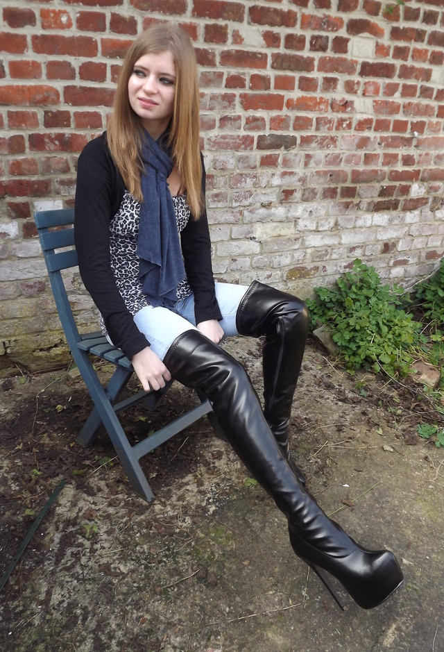 cute outfits to wear with platform boots (11)