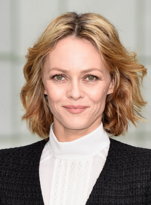 Vanessa Paradis Texture Short Wavy Hairstyle - Women Over 40 - 50 Haircut Ideas