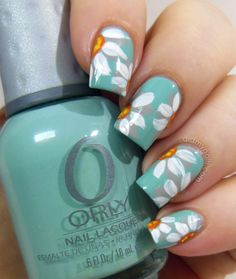 Green Daisy Nail Design