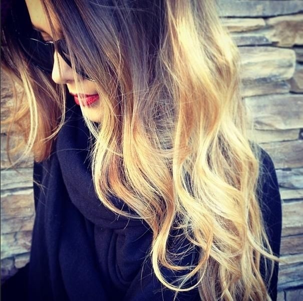 Messy Long Wavy Hairstyle for Ombre Hair