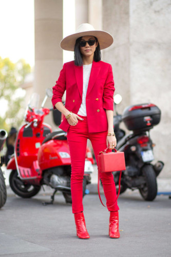 54bc23febe4e3_-_hbz-red-1-pfw-ss2015-street-style-day1-12-lg