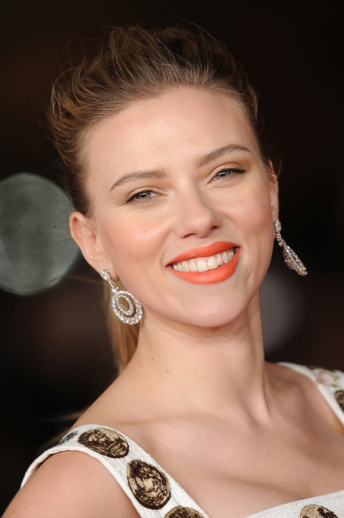 scarlett-johansen-orange-lips