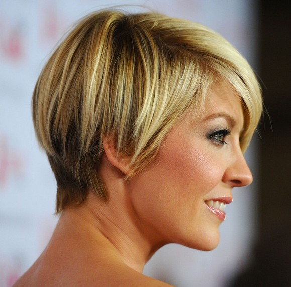 Daily Hairstyle: Jenna Elfman Short Haircut - Chic Short Straight Hairstyle