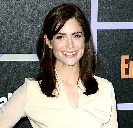Salem star Janet Montgomery dishes her style tips.
