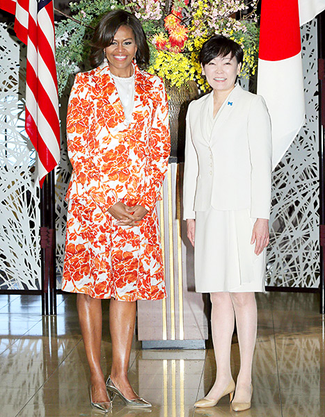 Michelle Obama and Akie Abe, the wife of Japanese Prime Minister Shinzo Abe, pose for a photo at the Foreign Ministry's Iikura Guest House in Tokyo on March 19, 2015.