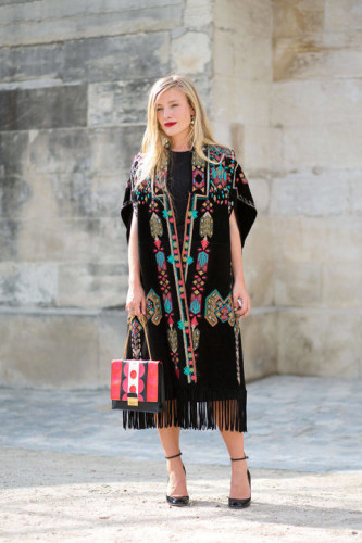 54bc23f4942e2_-_hbz-poncho-1-pfw-ss2015-street-style-day7-29-lg