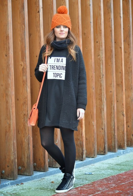 cute outfits to wear with sneakers (22)