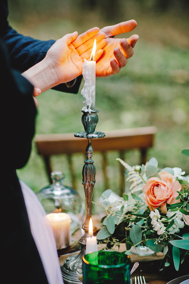 Candle | Irinia Kilmova Photography | see more on: http://burnettsboards.com/2015/03/winter-forest-wedding/