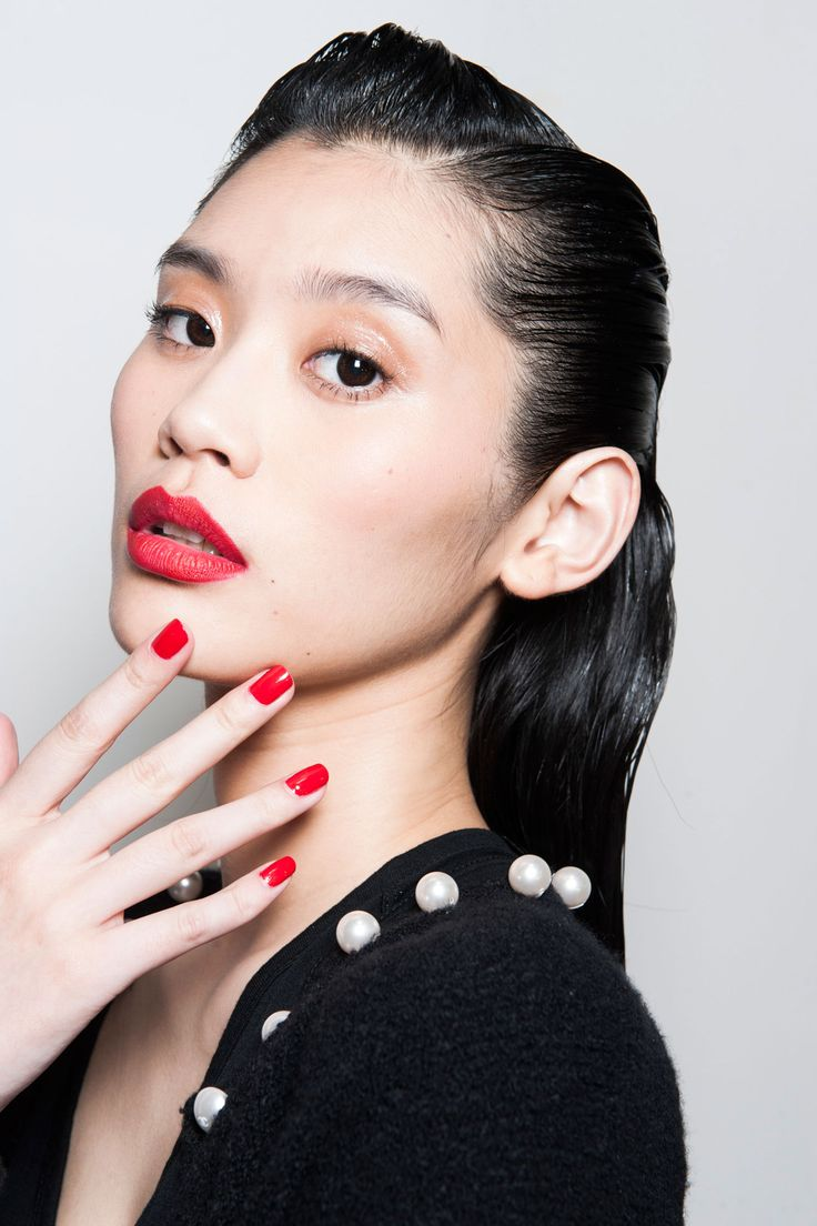red-lips-red-nails