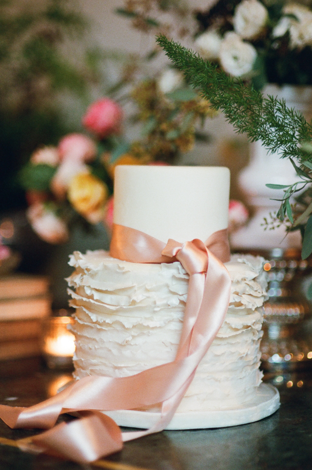 Ruffle wedding cake with ribbon | Rochelle Cheever Photography | see more on: http://burnettsboards.com/2015/03/floral-inspired-roman-villa-wedding/