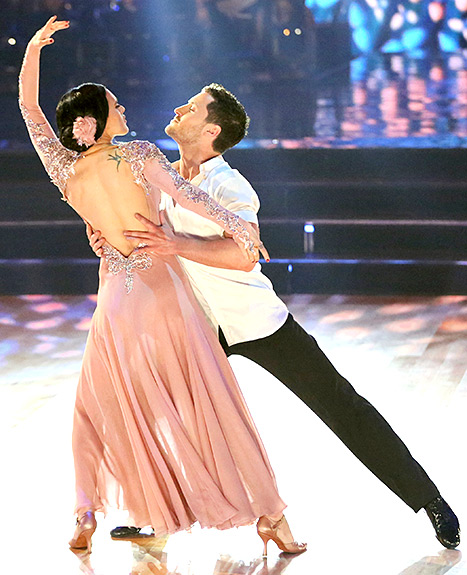 Rumer Willis flaunts her vintage-inspired dress and rose hair accessory on Dancing With the Stars' March 16th episode.