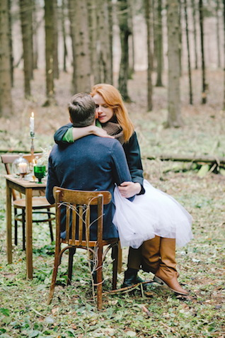Romantic forest wedding | Irinia Kilmova Photography | see more on: http://burnettsboards.com/2015/03/winter-forest-wedding/