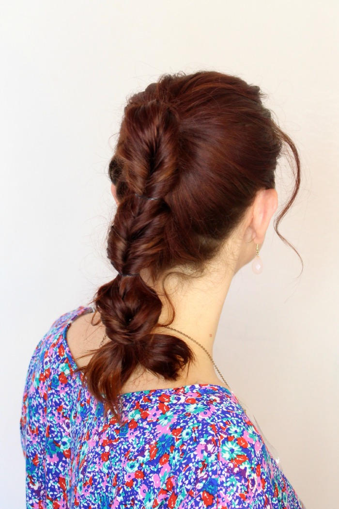fake fishtail ponytail