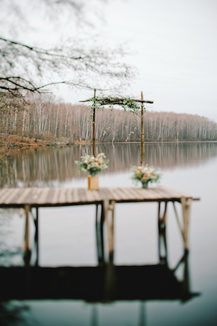 Lakeside wedding ceremony | Irinia Kilmova Photography | see more on: http://burnettsboards.com/2015/03/winter-forest-wedding/