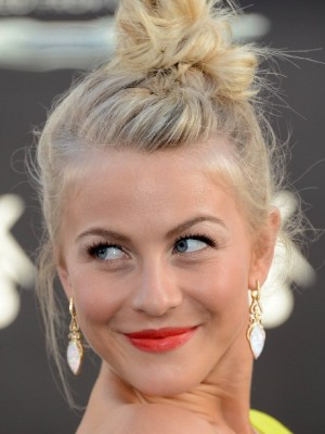 Julianne-Hough-Topknot-Updo-Hairstyle