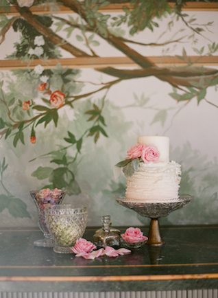 Ruffle wedding cake | Rochelle Cheever Photography | see more on: http://burnettsboards.com/2015/03/floral-inspired-roman-villa-wedding/