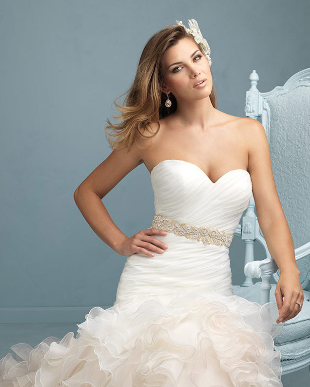 Ruffled skirt wedding dress