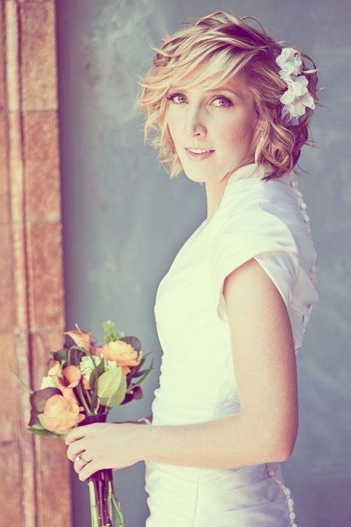 Wedding Hairstyles for Short Hair: Layered Curly Hairstyle