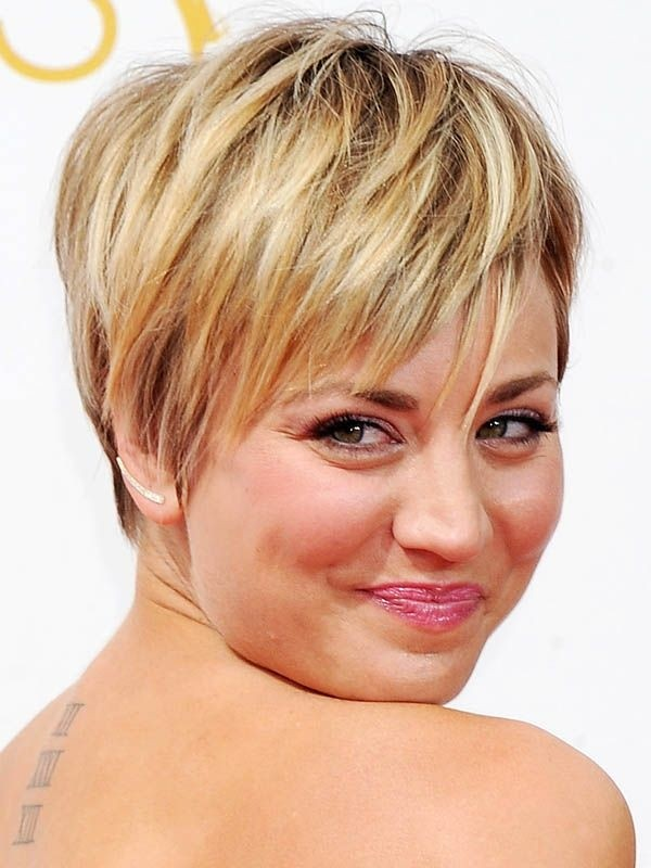 Cool Short Hairstyle for Round Face