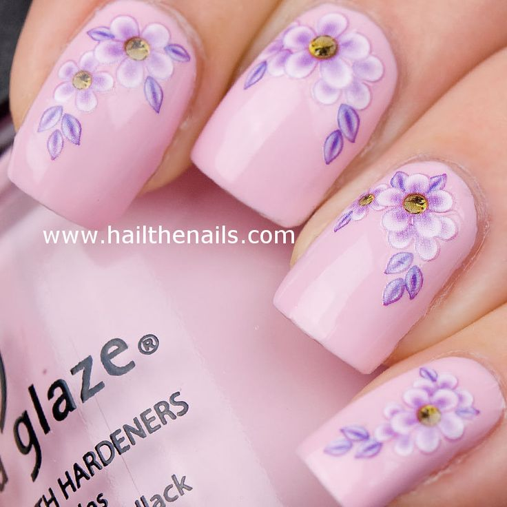 Light Pink Daisy Nail Design