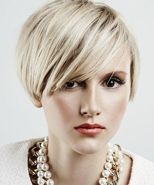 embedded_short_layered_bob_haircut