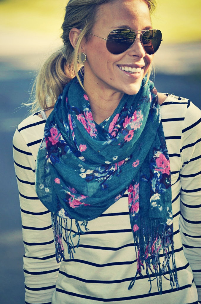 double print outfit How to Style a Scarf for Spring