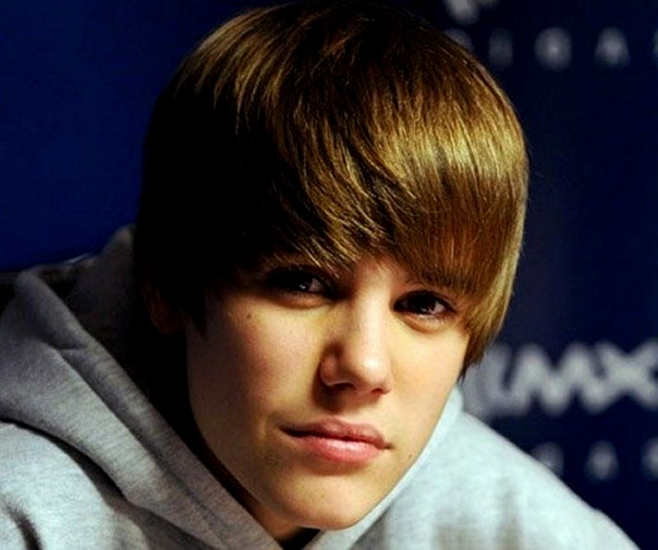 Justin Bieber Blonde Hair Color with Bangs