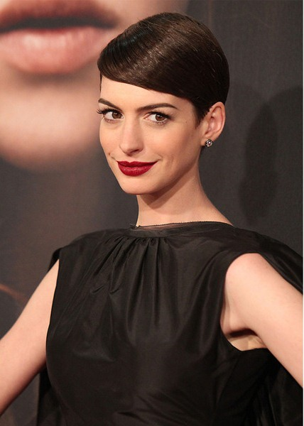 Sleek and Shiny Anne Hathaway Pixie Cut Hairstyles