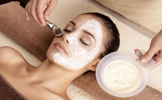 Prevent Dead Skin Buildup with Yogurt