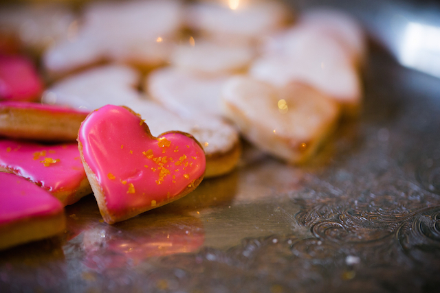 Heart cookies with glitter | Amy Caroline Photography | see more on: http://burnettsboards.com/2015/03/coutrney-real-bride-custom-wedding-dress/