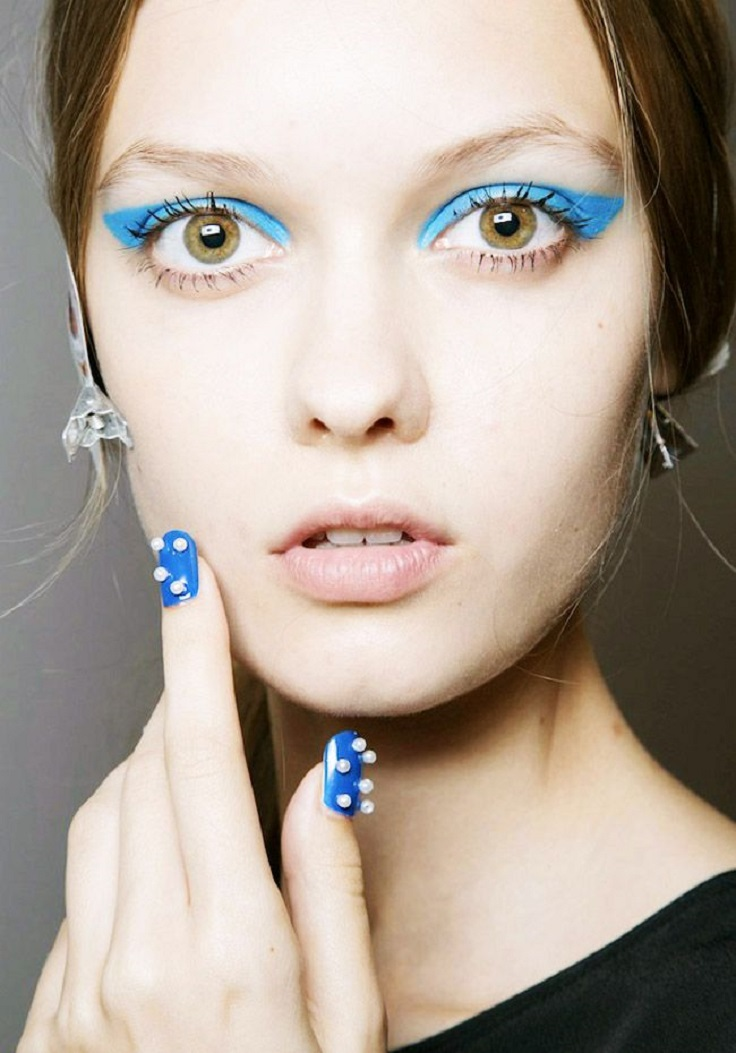bold-blue-cat-eye