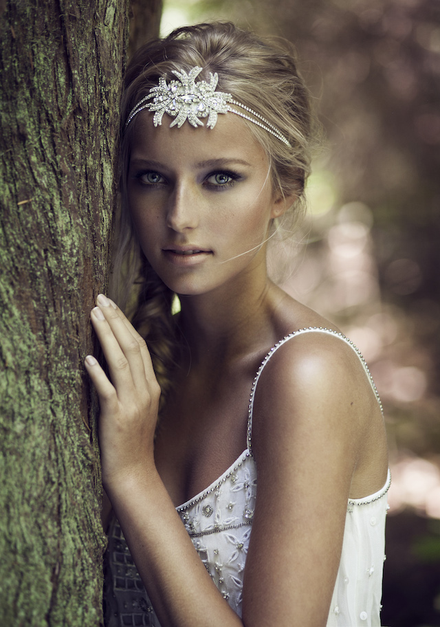Sparkling bridal headpiece by Olivia | see more on: http://burnettsboards.com/2015/03/olivias-label-wolf/
