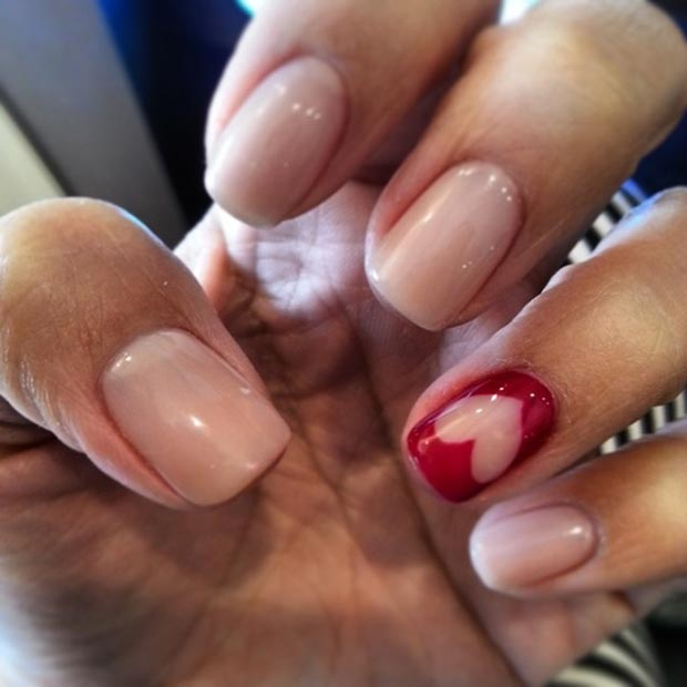 Red Heart Accent Nail