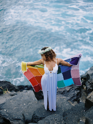 Rainbow blanket | Wendy Laurel | see more on: http://burnettsboards.com/2015/03/colorful-maui-bridal-inspiration/