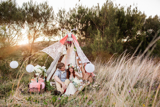 DIY bohemian tent | Hilary Cam Photography | see more on: http://burnettsboards.com/2015/04/diy-bohemian-love-tent/