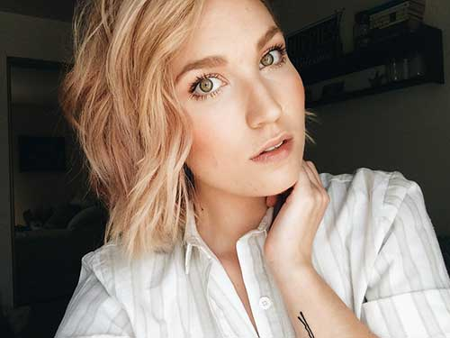 Side Parted Beachy Waves for Short Haircuts