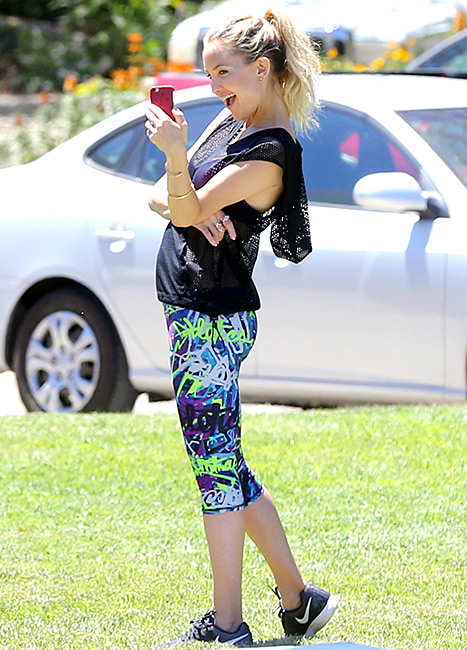Cheese! Kate Hudson takes a selfie while working her slim body in leggings on April 28 in L.A.
