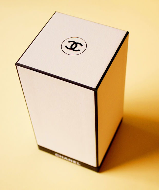 The chic white box of Les Exclusifs de Chanel.