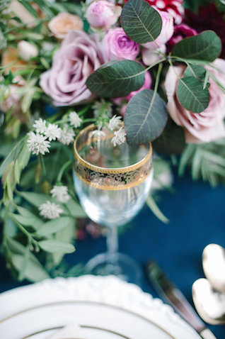 Gold-rimmed glassware | IYQ Photography | see more on: http://burnettsboards.com/2015/04/earthy-vibrant-wedding-editorial/
