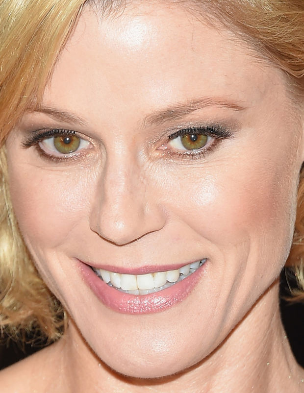 Close-up of Julie Bowen at the 2015 White House Correspondents' Dinner.