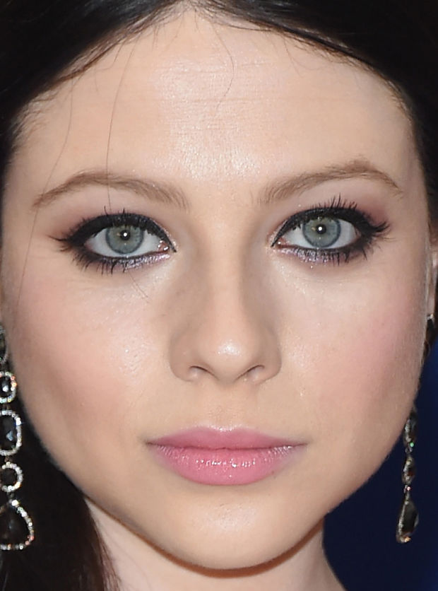 Close-up of Michelle Trachtenberg at the 2015 White House Correspondents' Dinner.