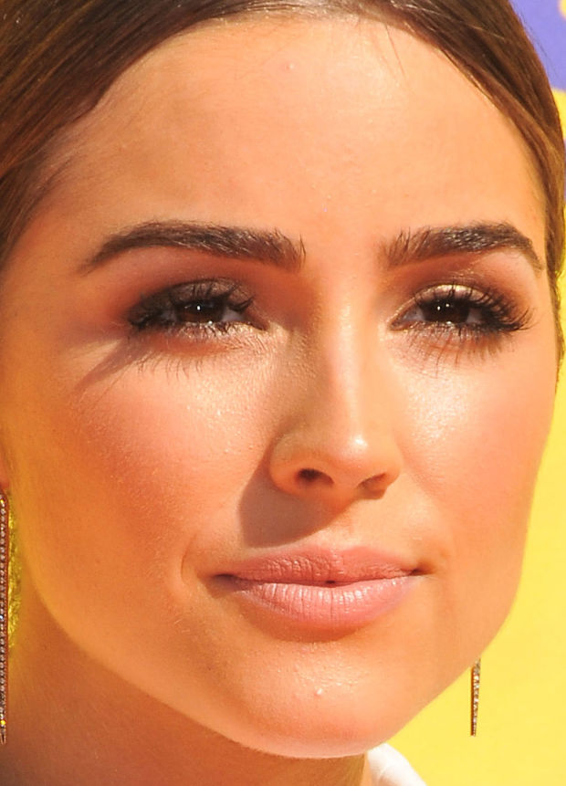 Close-up of Olivia Culpo at the 2015 Kids' Choice Awards.